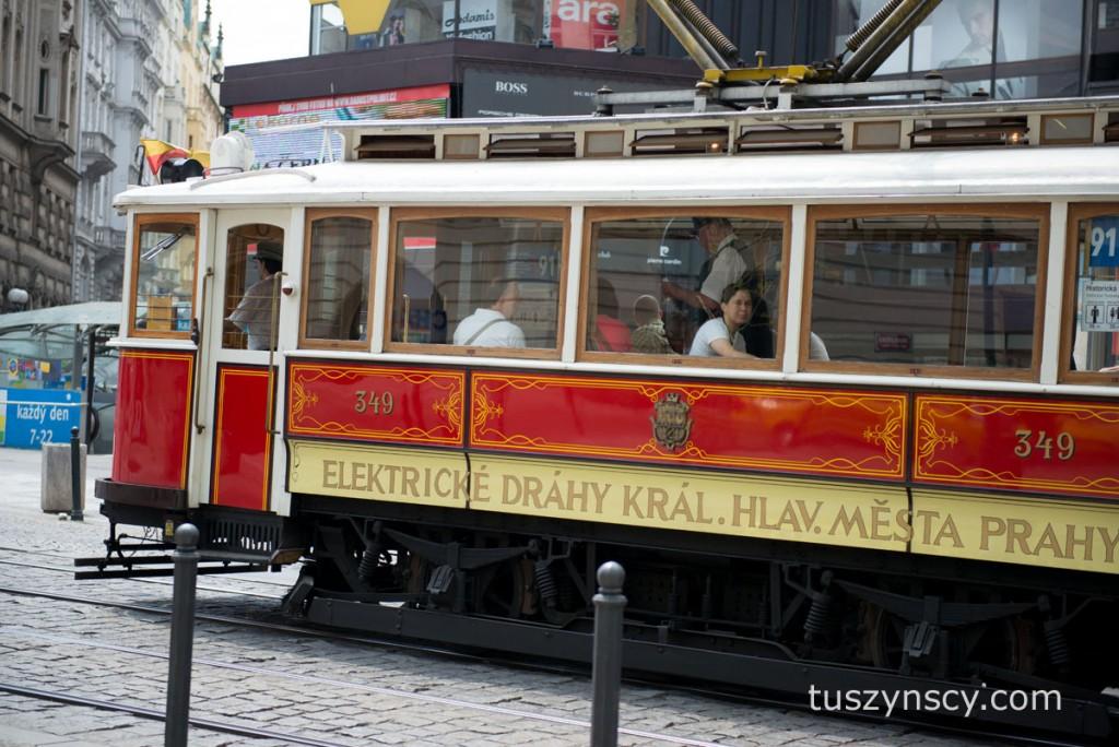 Praga - tramawaj, ten jest jakiś taki stary, ale były też nowe