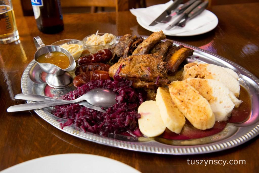 Praga - restauracja Cefe u Filu - słynny i przesmaczny mix różnych dań.