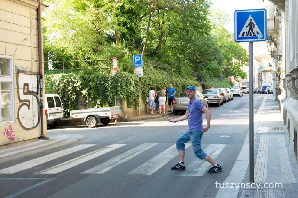 Janek przechodzi przez ulicę :-)